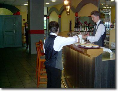 Un Esat, une entreprise, un hôpital : Mariage à trois au restaurant